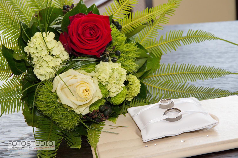 Brautstrauss und Ringe